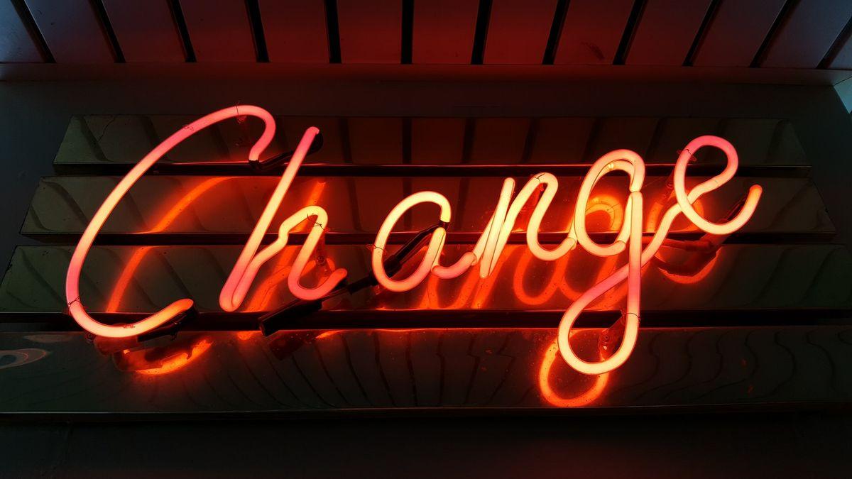 Télétravail et changement : écouter, tourner sa plume et accompagner !